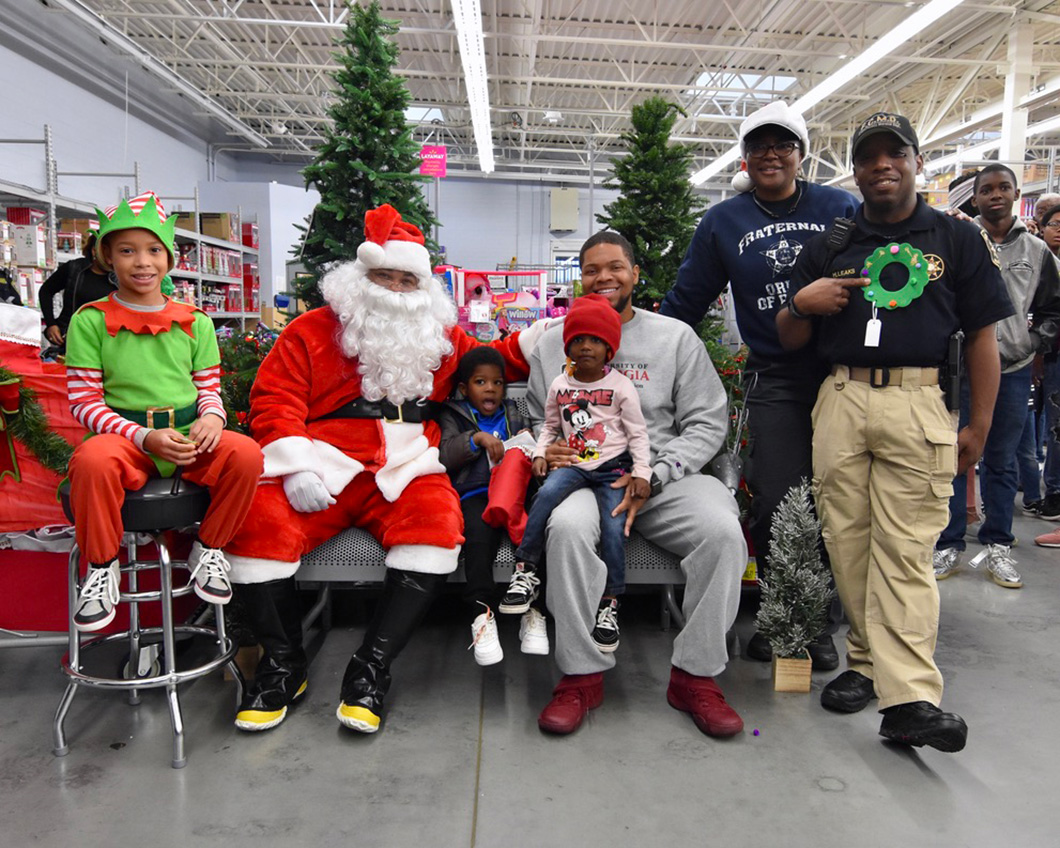 cops-in-the-community-2-cops-and-kids-santa-11