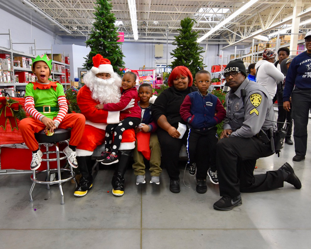 cops-in-the-community-2-cops-and-kids-santa-12