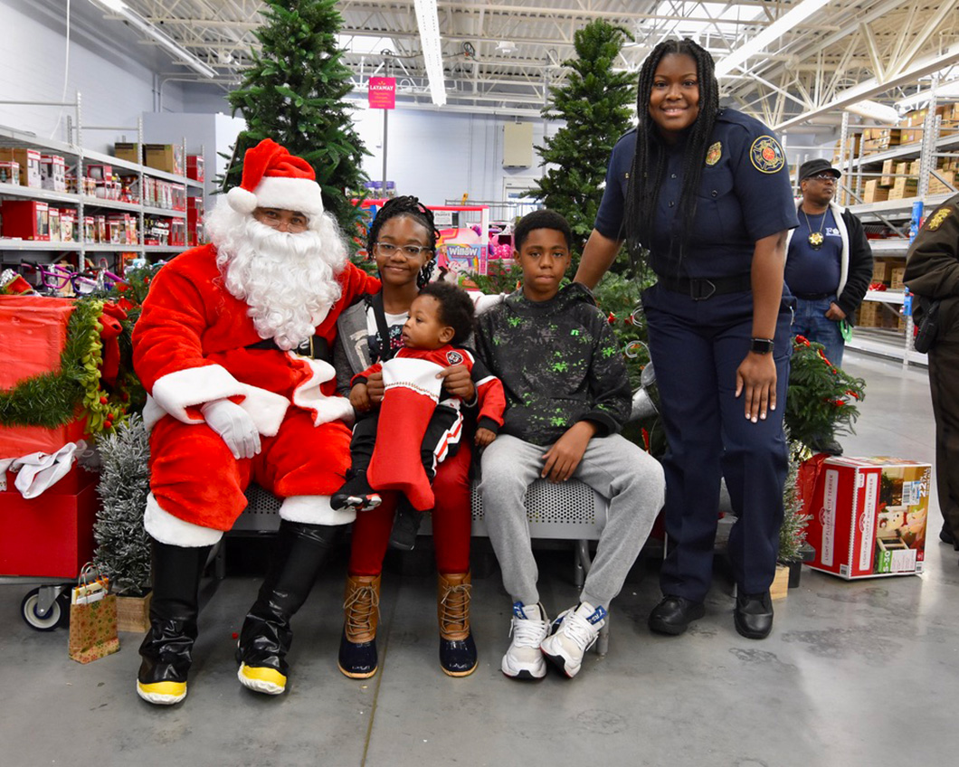 cops-in-the-community-2-cops-and-kids-santa-13