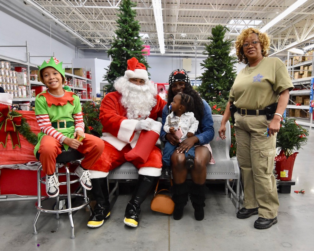 cops-in-the-community-2-cops-and-kids-santa-14
