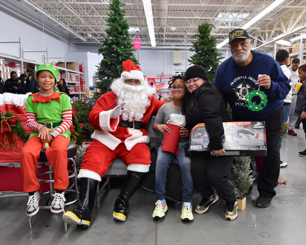 cops-in-the-community-2-cops-and-kids-santa-15