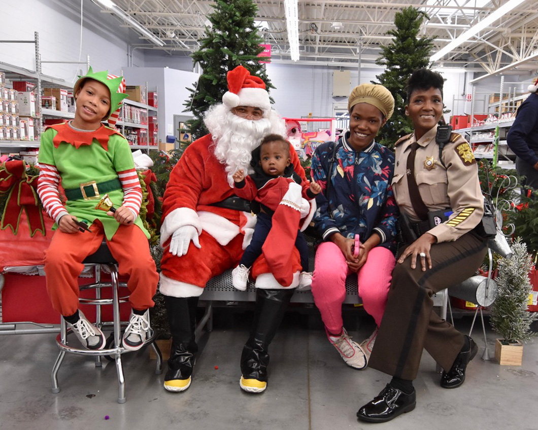 cops-in-the-community-2-cops-and-kids-santa-16
