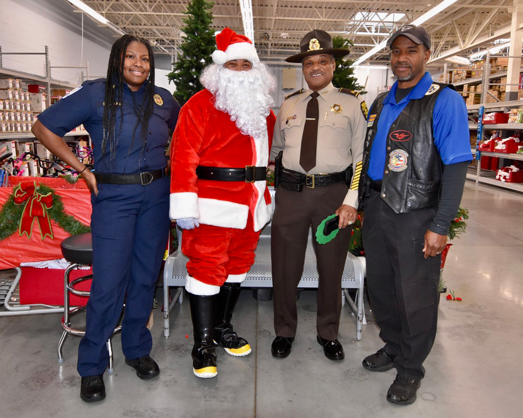 cops-in-the-community-2-cops-and-kids-santa-2