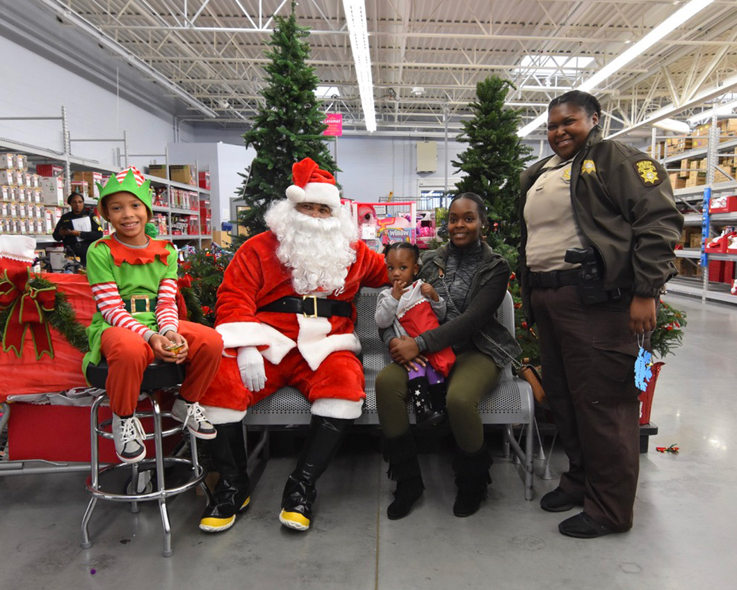 cops-in-the-community-2-cops-and-kids-santa-3