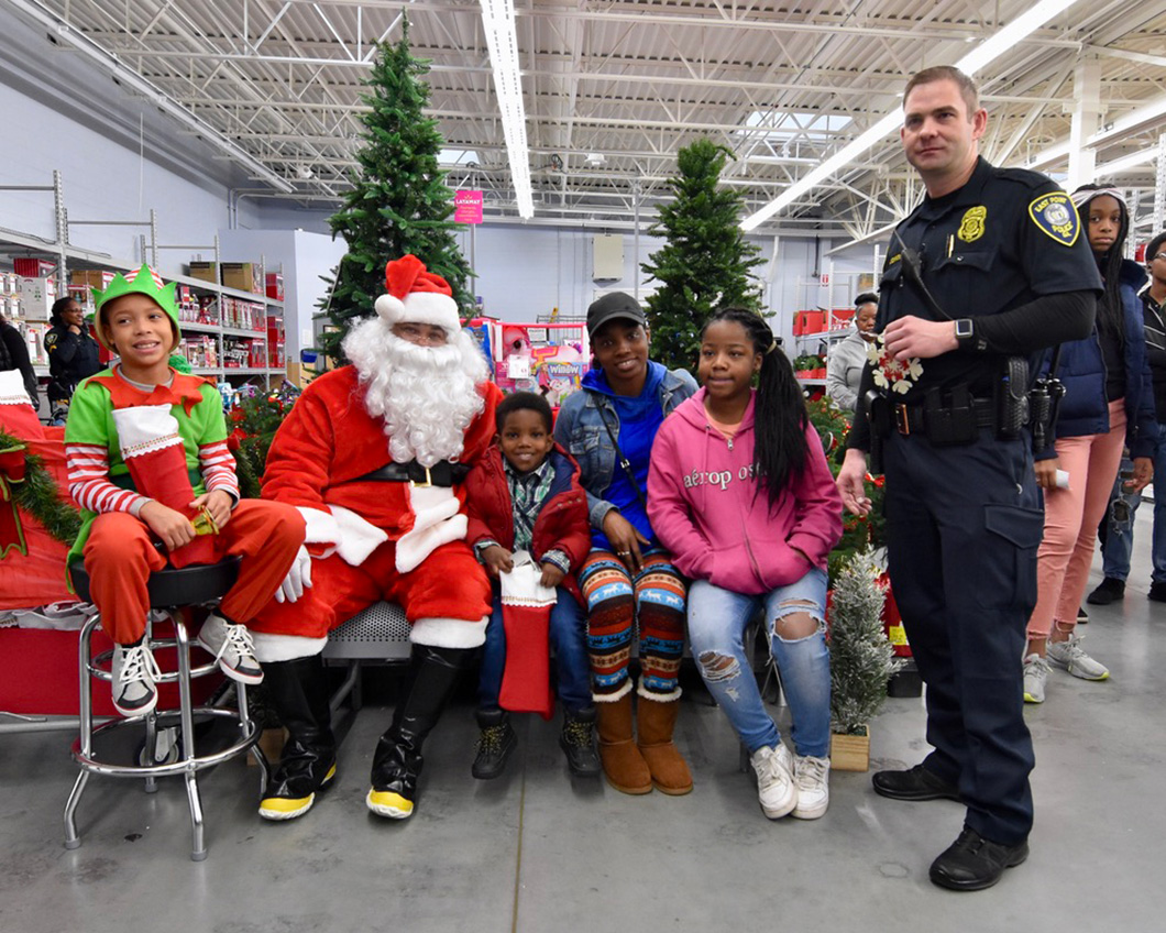 cops-in-the-community-2-cops-and-kids-santa-4
