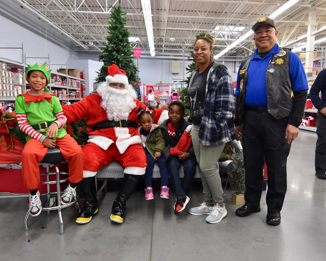 cops-in-the-community-2-cops-and-kids-santa-5