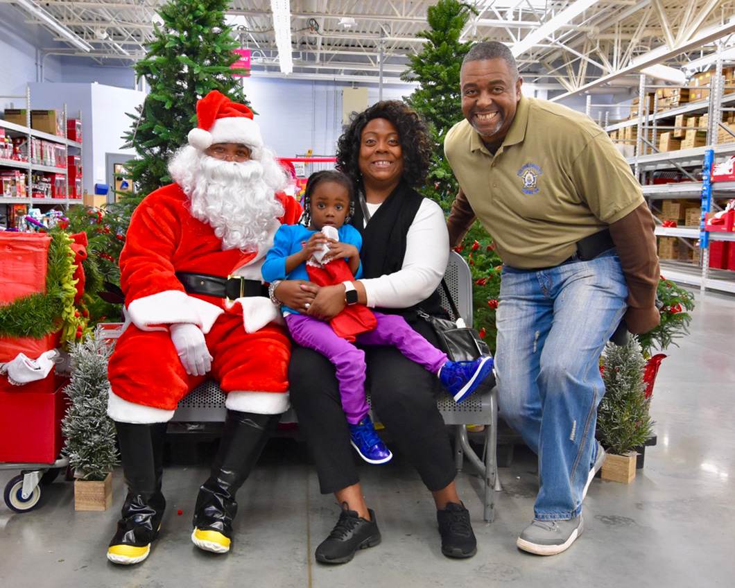 cops-in-the-community-2-cops-and-kids-santa-6