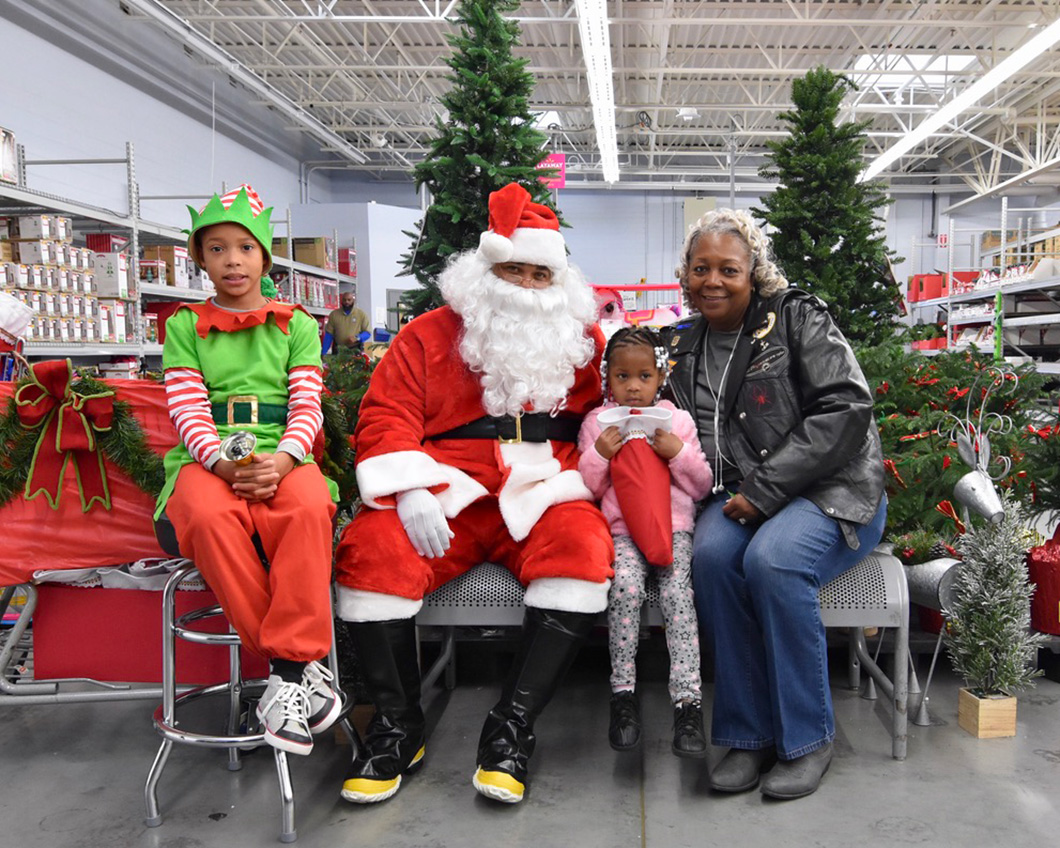 cops-in-the-community-2-cops-and-kids-santa-8