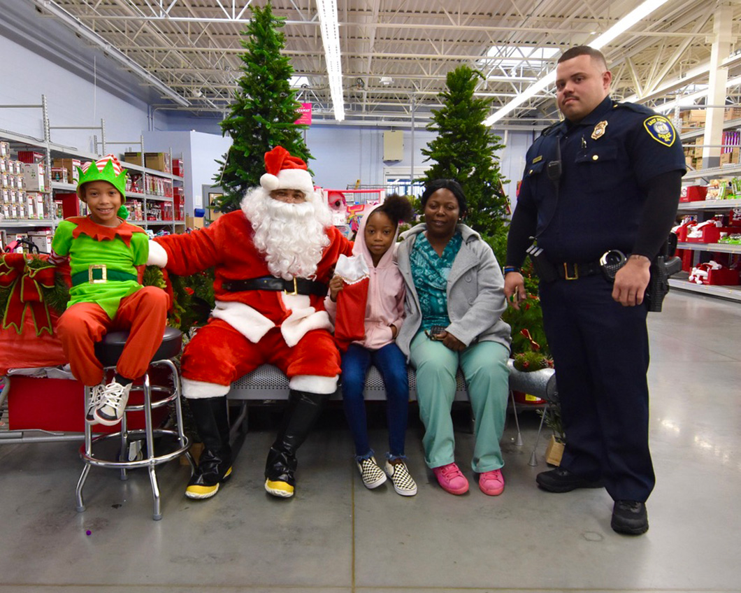 cops-in-the-community-2-cops-and-kids-santa-9